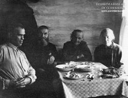 А. Саламатин с 1-м комиссаром Уральского казачества Захаровым Н.П. и их жены (Оренбург 57 год)